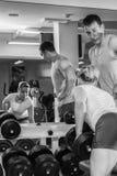 O atleta no gym imagem de stock