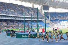 O atletismo 5000m das mulheres corridos Imagens de Stock Royalty Free