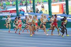 O atletismo 5000m das mulheres corridos Fotografia de Stock Royalty Free