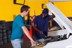 Cliente do auto mecânico Imagem de Stock Royalty Free