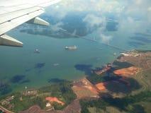 O avião antes de aterrar Fotografia de Stock