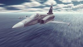 O avião da guerra do lutador de jato armou-se com os mísseis que voam realmente baixo sobre a água do oceano a uma missão para at Fotografia de Stock Royalty Free