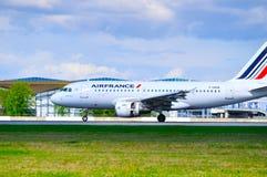 O avião de Air France Airbus A319 está aterrando no aeroporto internacional de Pulkovo em St Petersburg, Rússia Foto de Stock Royalty Free