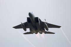 O avião de combate decola imagens de stock royalty free