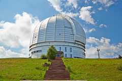 O azimute o maior do telescópio óptico de Europa. imagem de stock