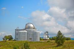 O azimute o maior do telescópio óptico de Europa. Telesc óptico pequeno fotos de stock