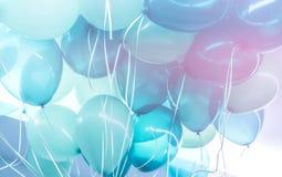 O azul balloons o fundo Fotografia de Stock Royalty Free