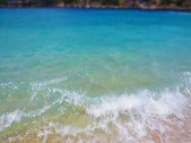 O azul do mar acena no verão Férias e curso Fotos de Stock Royalty Free