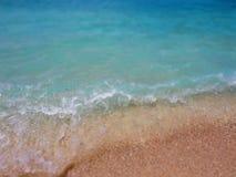 O azul do mar acena no verão Férias e curso Imagens de Stock Royalty Free