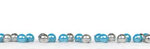 O azul e as quinquilharias do White Christmas alinharam a rendição 3D Imagem de Stock Royalty Free