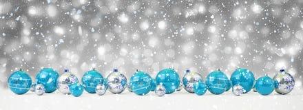 O azul e as quinquilharias do White Christmas alinharam a rendição 3D ilustração stock