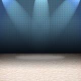 O azul iluminou luzes da parede com um assoalho branco Foto de Stock