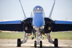 O azul marinho dos E.U. dobra o plano em Airshow Fotografia de Stock
