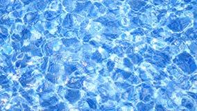 o azul telha a reflexão da água da piscina filme