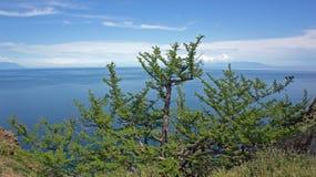 O Baical, vista do cabo Khoboy foto de stock