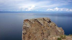 O Baical, vista do cabo Khoboy fotografia de stock royalty free