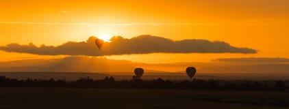 O balão monta no alvorecer no Masai Mara Fotografia de Stock