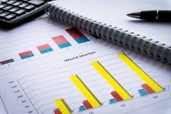 O balanço no livro de relatório do acionista, balanço é modelo fotos de stock royalty free