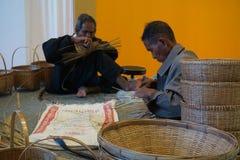 O bambu da mão do teste padrão do weave do ancião fotos de stock royalty free