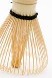 O bambu japonês Whisk a posição imagens de stock royalty free