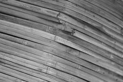 O bambu preto e branco é feito à parede da sala Imagens de Stock Royalty Free