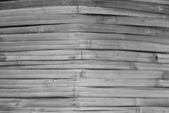 O bambu preto e branco é feito à parede da sala Imagem de Stock Royalty Free