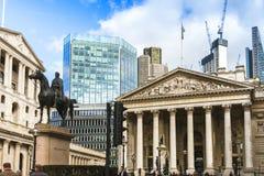 O Banco da Inglaterra e a troca real em um dia ensolarado imagem de stock royalty free
