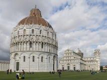 O Baptistery de Pisa de St John, Toscânia Itália fotos de stock royalty free