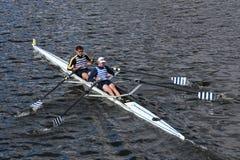 O barco Clib do beira-rio com Kevin McDonnel e Robert White competem na cabeça dos dobros mestres de Charles Regatta Men Fotografia de Stock Royalty Free