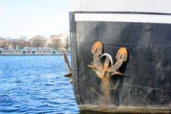 O barco com o corte da âncora foto de stock