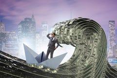 O barco de montada do papel do homem de negócios no mar do dólar imagens de stock royalty free