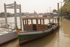 O barco de passageiro estava viajando no rio do chaophraya Foto de Stock Royalty Free