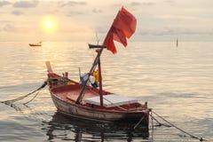O barco de pesca foto de stock