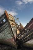 O barco de pesca abandonado destrói em Salen na ilha Mull Fotos de Stock