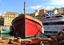 O barco de pesca ancorado firmemente fotografia de stock royalty free
