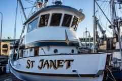 O barco de pesca comercial entrou no terminal do ` s do pescador em Seattle Washington imagens de stock