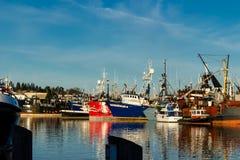 O barco de pesca comercial entrou no terminal do ` s do pescador em Seattle Washington foto de stock royalty free