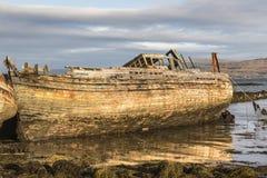O barco de pesca destrói em Salen na ilha Mull Foto de Stock Royalty Free