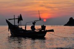 O barco de pesca no mar Fotografia de Stock Royalty Free
