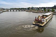 O barco de prazer no rio está amarrando Foto de Stock Royalty Free