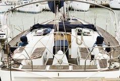 O barco de vela amarrou no porto de Porotmaso no St juliano Fotos de Stock Royalty Free