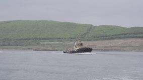 O barco do barco é o assoalho do mar vídeos de arquivo