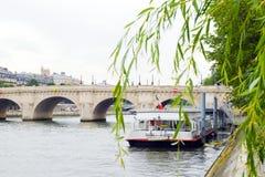 O barco do Seine, Paris Foto de Stock