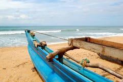 O barco do Sri Lanka tradicional para pescar imagem de stock royalty free