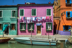 Barco no canal, Burano, Italia Fotografia de Stock