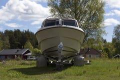 O barco no reboque Fotografia de Stock