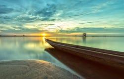 O barco que apressa-se para o sol Fotografia de Stock