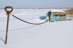 O barco velho no armazenamento do inverno foto de stock royalty free