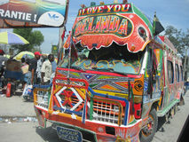 O barramento da esperança em haiti imagens de stock