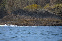 O basalto balança na ilha de Staffa, Escócia Imagens de Stock Royalty Free